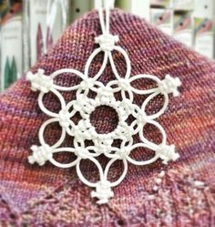 Inspiration only, no instructions Macrame Art, Macrame Projects, Macrame Curtain, Decoration Originale, Crochet Snowflakes, Macrame Tutorial, Macrame Patterns, Handicraft, Tatting
