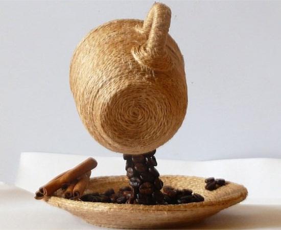 Летящая кружка из кофейных зерен