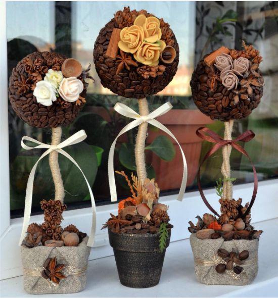 Топиарии из кофе, декорированные цветами