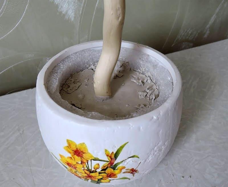 Керамический горшок с гипсом