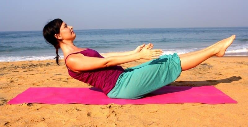 """3 легких упражнения, которые помогают избавиться от """"спасательного круга"""" на животе"""