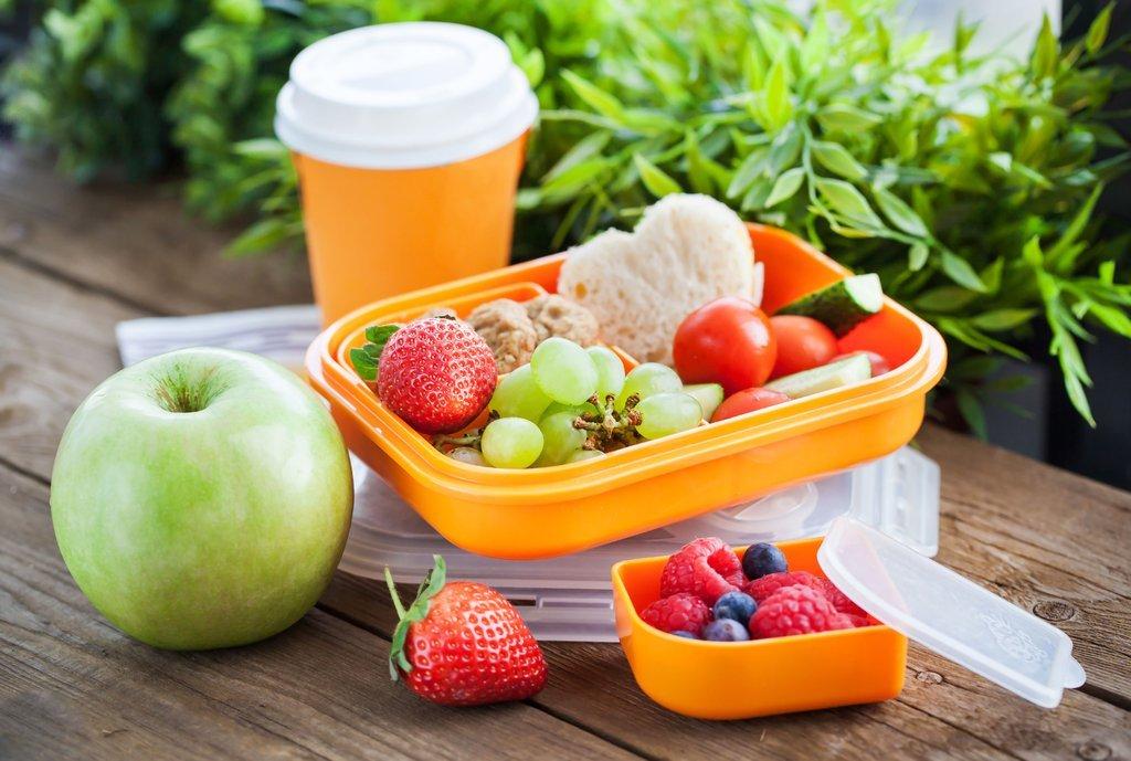 В какие периоды дня можно есть и не поправляться: хитрости от диетологов