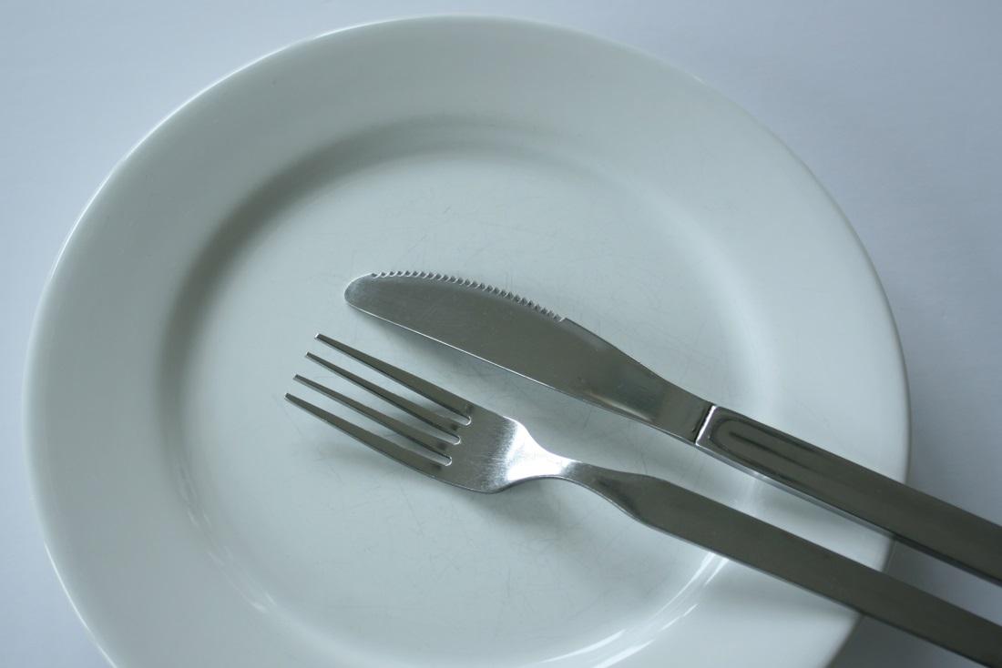 Почему во время голода болит правый бок